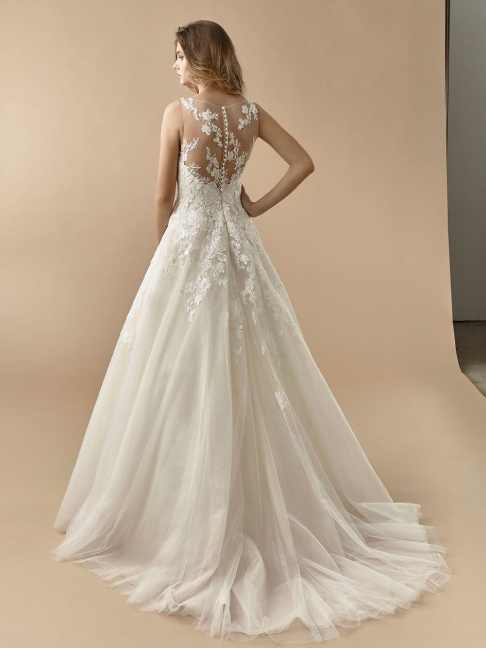 Beautiful by Enzoani Wedding gown dress BT20-07 back