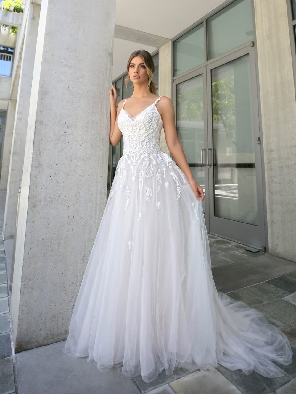 Beautiful by Enzoani Wedding gown dress BT20-15 white