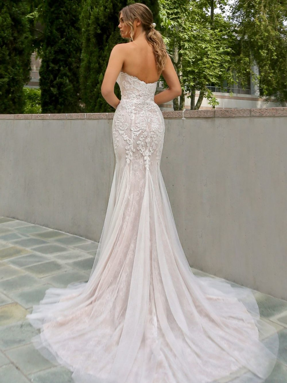 Beautiful by Enzoani Wedding gown dress BT20-20 white back