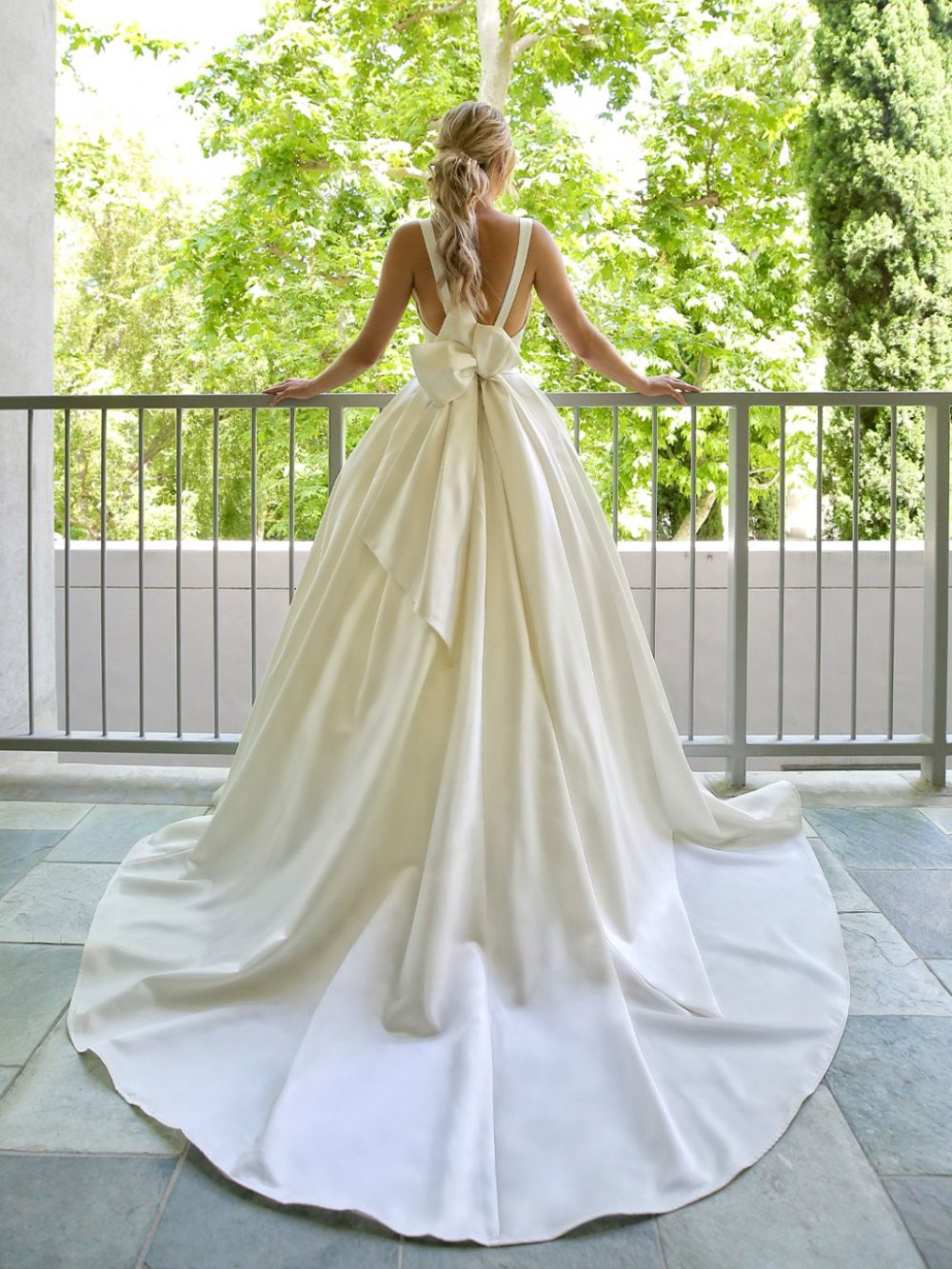 Beautiful by Enzoani Wedding gown dress BT20-23 white back