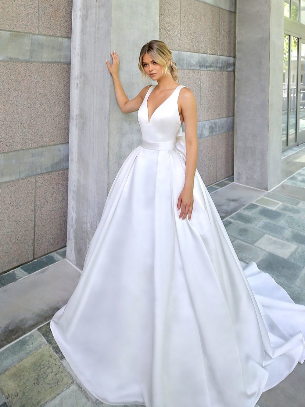 Beautiful by Enzoani Wedding gown dress BT20-23 white